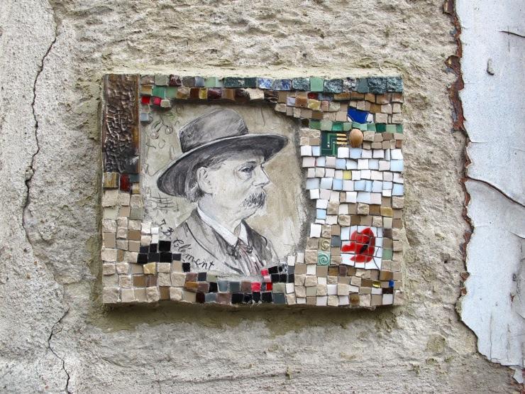 Mosaique street art