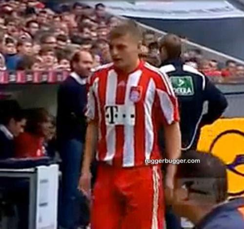 *Nakedguyz*: German Footballer Toni Kroos Bulge