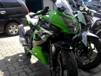 Memposting Foto Ninja Rr Mono Yang Sudah Dikirim Ke Dealer Kawasaki