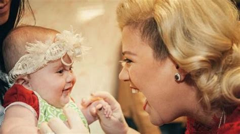 Kelly Clarkson's 19 Cutest Mom Moments That Have Ever