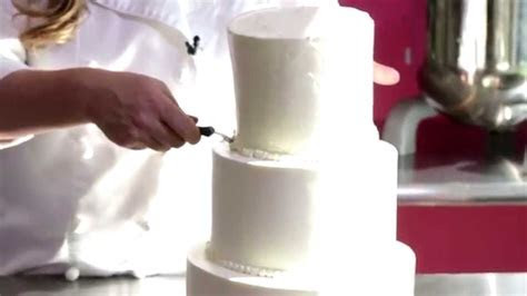 Short and Sweet: How to Cut a Wedding Cake   YouTube