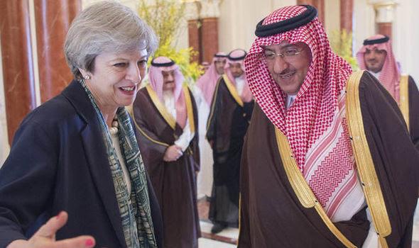 Risultati immagini per theresa may veil SAUDI ARABIA