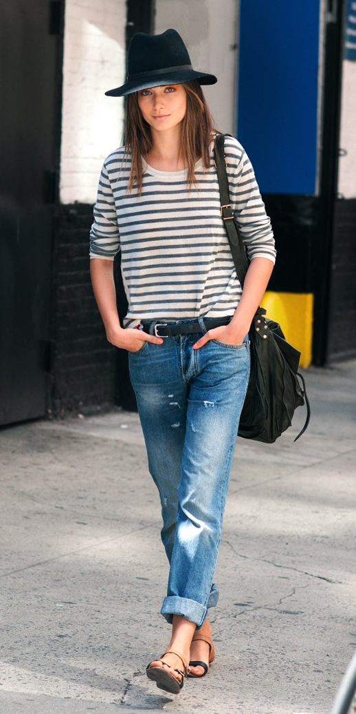 LE FASHION ANDREEA DIACONU BLACK HAT STRIPE SWEATER BEADED BELT BOYFRIEND JEANS DENIM FLAT LEATHER SANDALS CROSSBODY SATCHEL BAG  ORANGE EYE SHADOW CAT EYE BEAUTY HAIR FASHION WEEK MODEL OFF DUTY STYLE 6