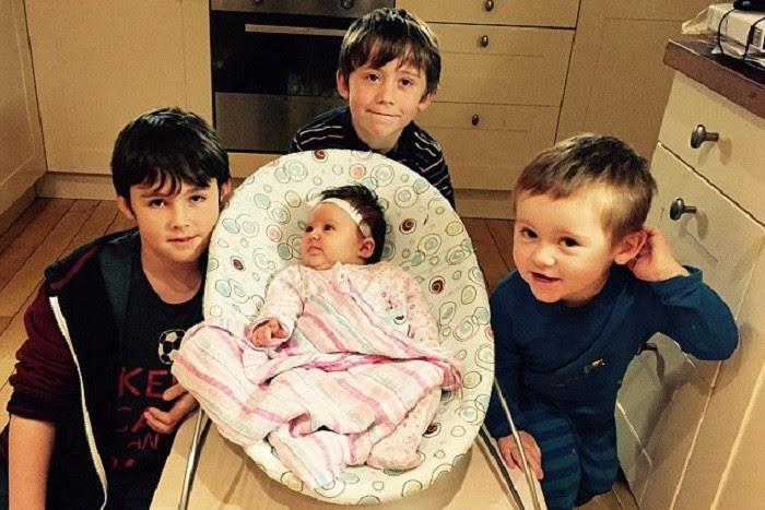 Η Myla με τα τρία μεγαλύτερα αδέλφια της