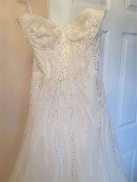 Monique Lhuillier Candy, $5,000 Size: 10   Sample Wedding