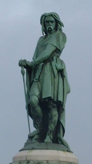 File:Statue Vercingetorix Alesia.jpg