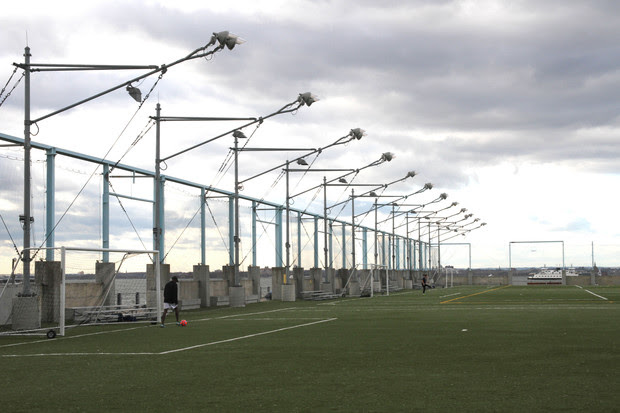 Brooklyn Bridge Park is suing two firms it says designed faulty shade devices and light poles at Pier 5.