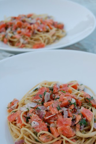 Pasta with gravlax, red onion, capers, dill