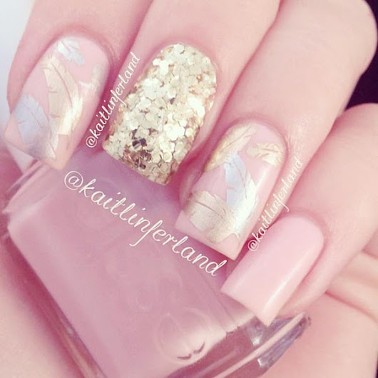 favnails.com/img/gold-glitter-feathers-pink-nails.jpg