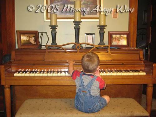 Lil piano man