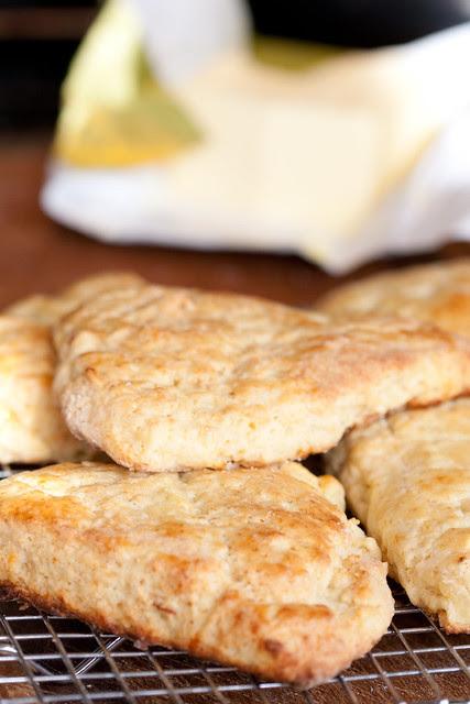 Apple and Cheddar Scones / Õuna-juustukakud