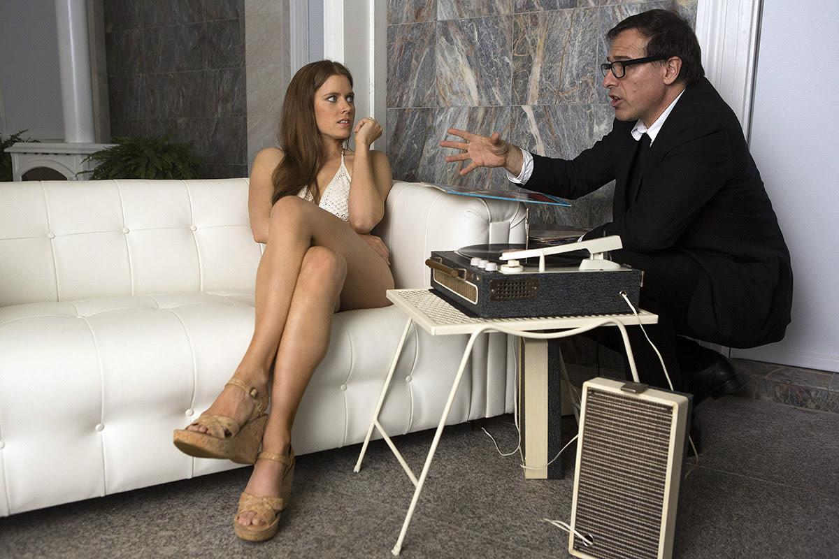 David O. Russell dando órdenes a Amy Adams en el set de 'La gran estafa americana'.