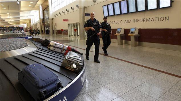 Des policiers à l'aéroport d'Atlanta.
