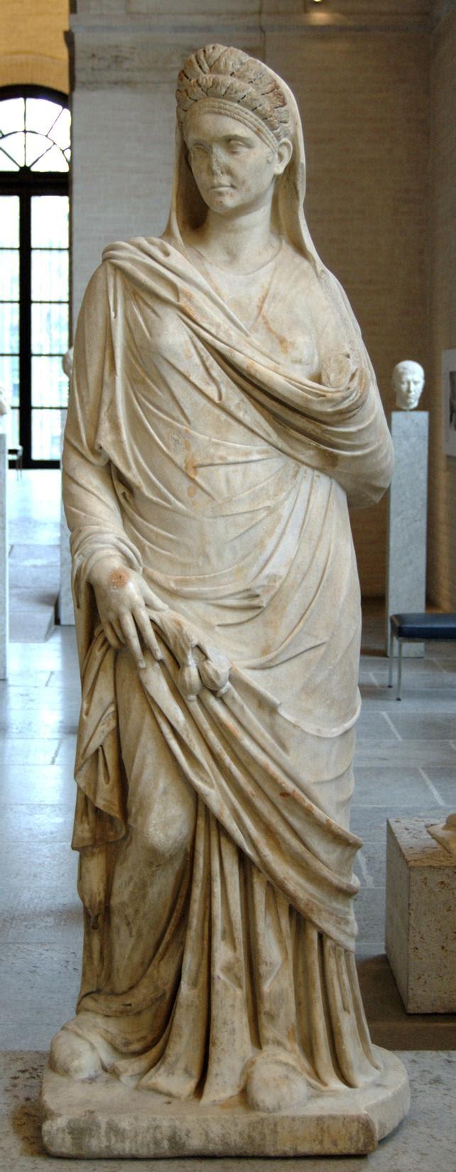 https://upload.wikimedia.org/wikipedia/commons/4/43/Roman_woman_Glyptothek_Munich_377.jpg