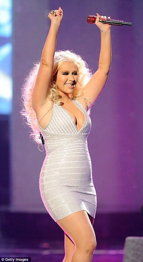 Redondo como uma libra: Christina flaunted suas curvas novas