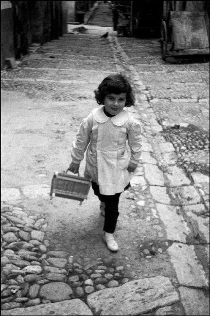 ferdinando scianna - 1960, bagheria: tonina coming back from school (in 'quelli di bagheria', 2002)