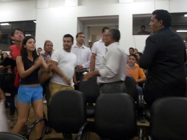 Confusão na Câmara de Vereadores de Barreiras (Foto: Fernando Pop/ www.fernandopop.com)
