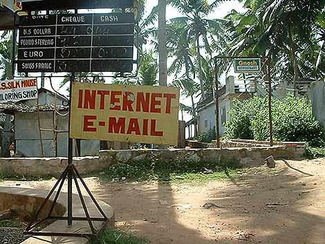 Entrada a un cibercafé en la India | Matt Wilson