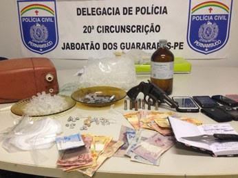 Quadrilha foi presa em Jaboatão Centro, na quinta (Foto: Polícia Civil / Divulgação )