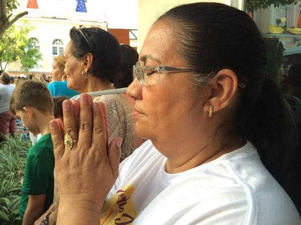 Raimunda Bandeira veio à Trasladação agradecer a cura de um câncer de mama. (Foto: Catarina Barbosa/G1 PA)