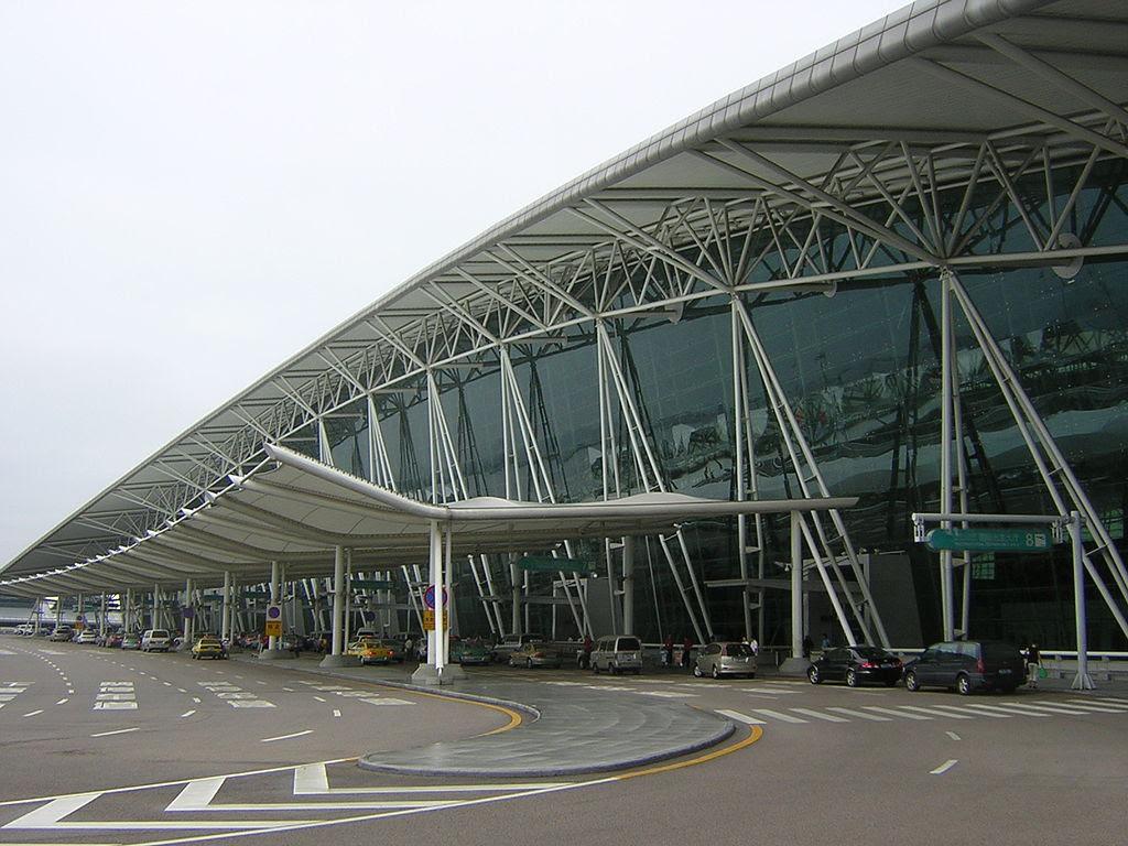 http://upload.wikimedia.org/wikipedia/commons/thumb/0/03/Guangzhou_Baiyun_Airport_1.JPG/1024px-Guangzhou_Baiyun_Airport_1.JPG