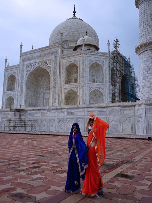 Visiting the Taj Mahal in Style: Tips for taking photos at sunrise! Entry fees, tickets & best photography locations. | La Carmina Blog - Alternative Fashion, Travel, Subcultures