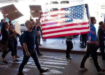 El tribunal federal en Brooklyn bloquea las deportaciones por el decreto de Trump