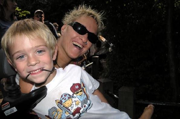 Alison Lapper e seu filho Parys