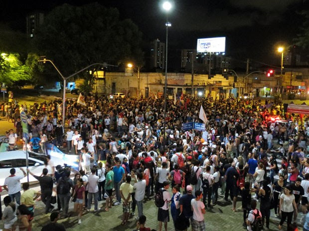 Centenas de pessoas participaram do protesto em Natal; PM usou força (Foto: Wendell Jefferson)
