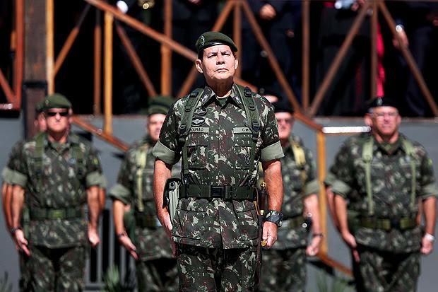PORTO ALEGRE, RS - 28.04.2014 GENERAL - O general Antônio Hamilton Martins Mourão - Comando Militar do Sul. (Foto: Diego Vara/Agência RBS/Folhapress) *** PARCEIRO FOLHAPRESS - FOTO COM CUSTO EXTRA E CRÉDITOS OBRIGATÓRIOS *** ORG XMIT: AGEN1510161918239236 ORG XMIT: AGEN1709181435772378