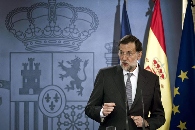 Mariano Rajoy, durante la rueda de prensa que ofreció este pasado jueves con el presidente francés, François Hollande, tras la reunión que mantuvieron ambos en el palacio de la Moncloa para analizar la crisis de la eurozona y los problemas de la deuda soberana.-