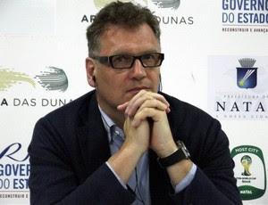 Jérôme Valcke elogia avnaço nas obras da Arena das Dunas, em Natal (Foto: Tiago Menezes)