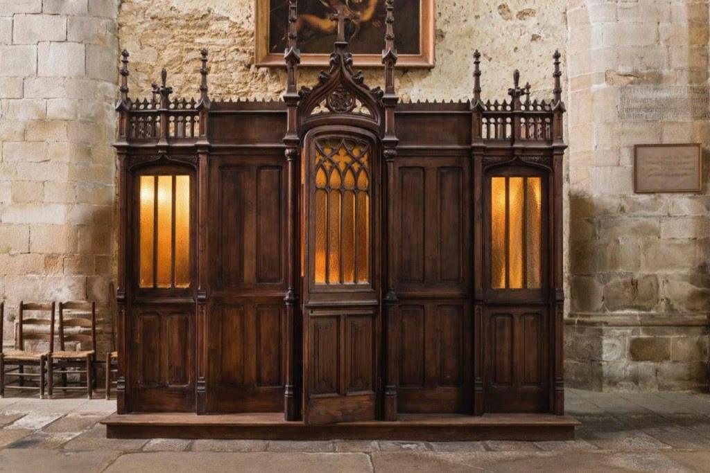 Santo Padre Pio atendendo confissão