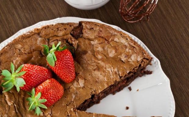 Brownie inteiro de chocolate com morango (Foto: Divulgao)