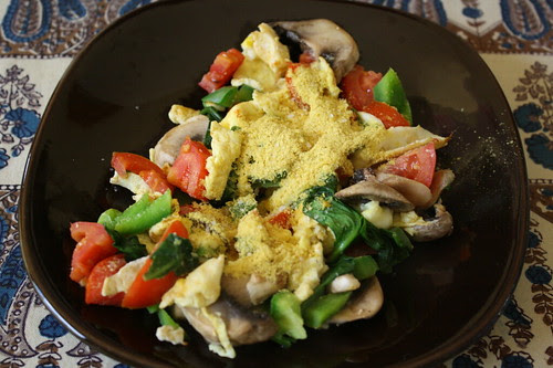 breakfast eggs, tomatoes, spinach, nutritional yeast, green peppers