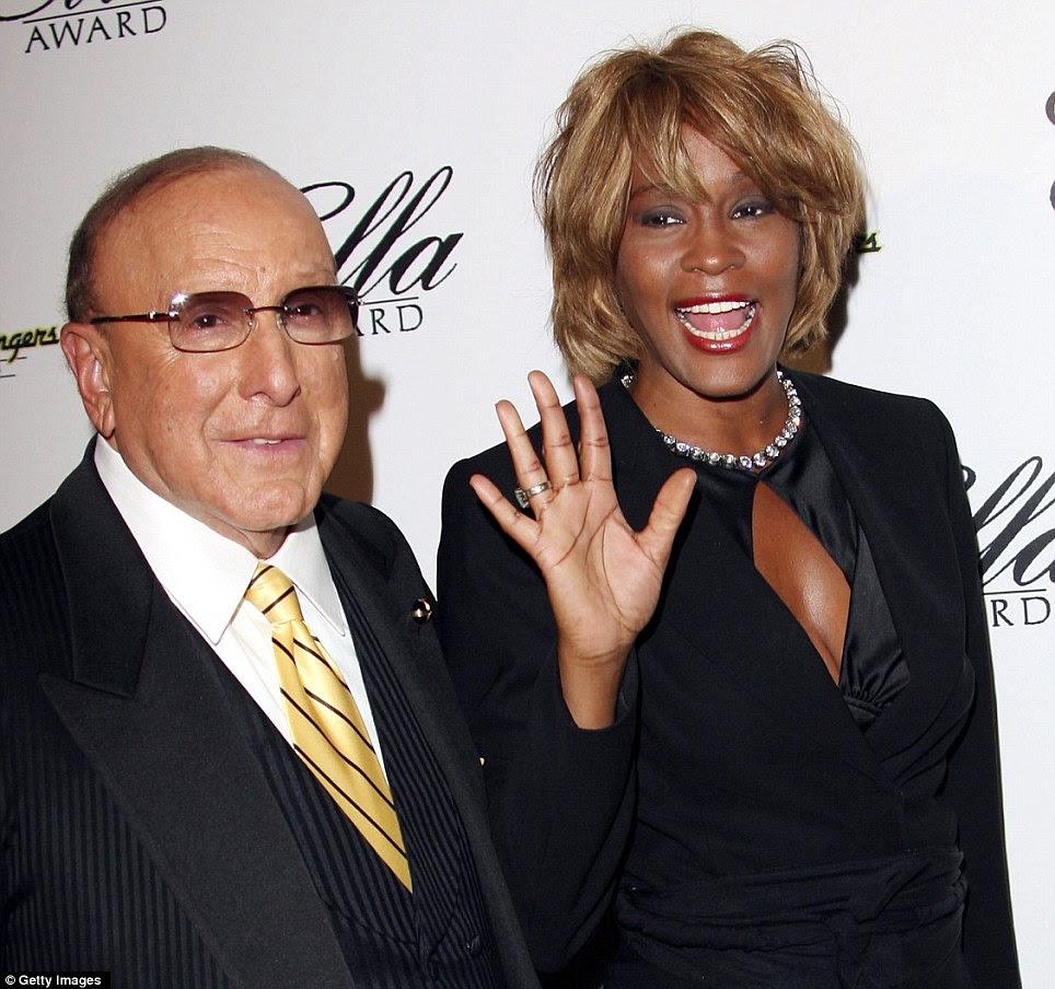 Protege: Whitney e produtor musical Clive Davis teve um dos relacionamentos mais próximos de negócios em showbiz