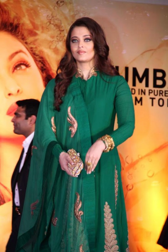 Aishwarya-Rai-At-Bachchan-Launch-Kalyan-Jewellers-Store-Opening-Pictures-Photos-3