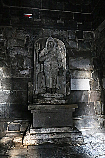 There are statues inside the temples, but in total darkness