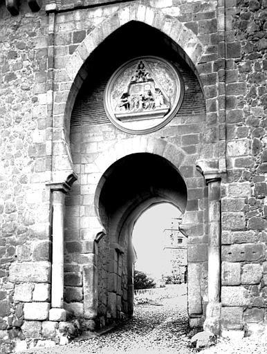 Puerta del Sol hacia 1900. Fotografía de Eugène Lefèvre-Pontalis. Société Française d'Archéologie et Ministère de la Culture (France), Médiathèque de l'architecture et du patrimoine (archives photographiques) diffusion RMN