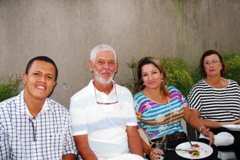 Na companhia do Dr. Marco Guedes, fundador do CMW, em uma confraternização promovida todo fim de ano pela clínica   Foto: Lázaro Britto / Blog Passo Firme