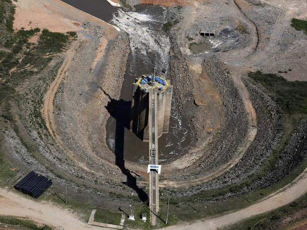 Represa de Jaguari, integrante do Sistema Cantareira, em Bragança Paulista (SP) (Foto: Nacho Doce/Reuters)