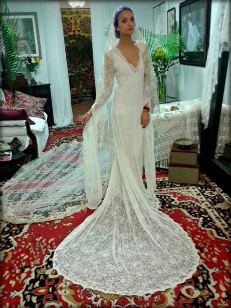 Embroidered French Lace Wedding Dress Bridal Gown With