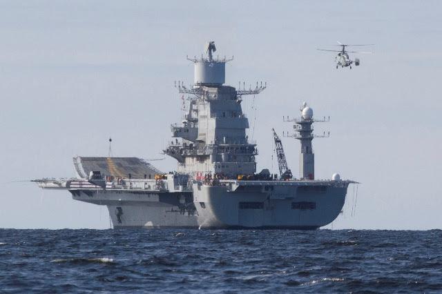 """Vale la pena recordar que """"Vikramaditya"""" dejó las costas de Severodvinsk on 03 Jul 2013. Como estaba previsto, las pruebas de mar del buque están progresando bien en el Mar Blanco. """"Sólo un par de horas después de desacoplamiento, el motor y las calderas se pusieron en marcha y el barco se trasladó a la zona de pruebas del Mar Blanco"""", dijo Sergey Novoselov, Jefe del Departamento de Cooperación Militar Extranjera."""