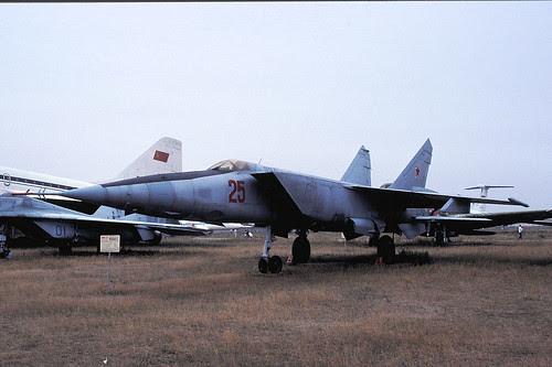 25r MiG-25