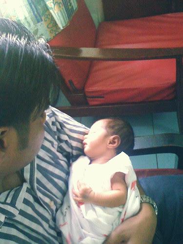 Nyamannya tidur dlm pelukan papa