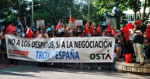 11 de julio 2013.- Concentración de la plantilla de Trox en Zaragoza. Foto: CCOO