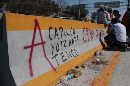 Maestros toman la Autopista del Sol por muerte de docente. Foto: José Luis de la Cruz