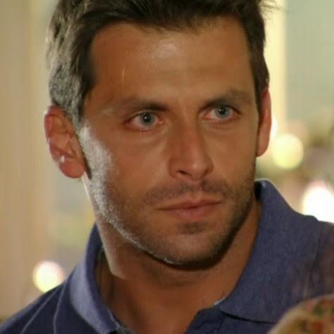Henri Castelli em cena como Cassiano: ele será preso e voltará ao Caribe (Foto: Reprodução)