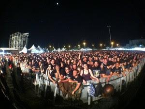 Público espera para o show do Black Sabbath na Fiergs. (Foto: Daniel Bittencourt/G1)