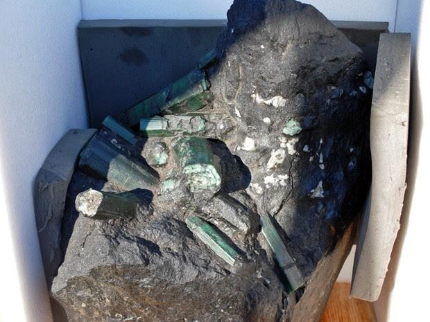 Esmeralda gigante encontrada na Bahia e disputada nos EUA (Foto: AP)